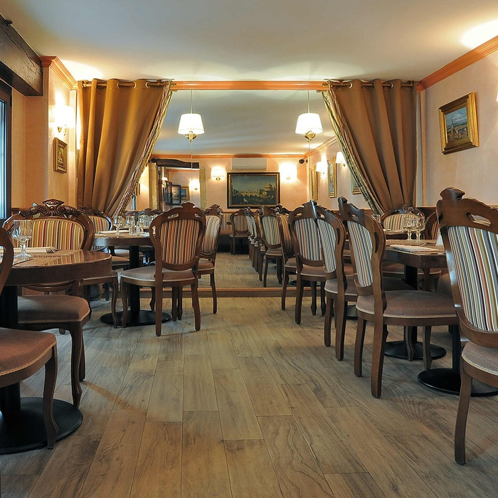 Restyling des Restaurants Visconti  1076