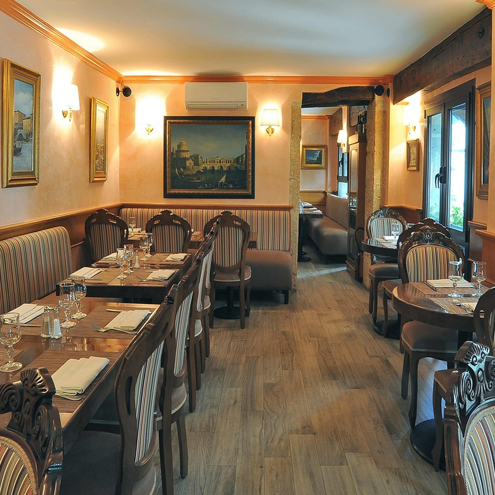 Restyling des Restaurants Visconti  1077